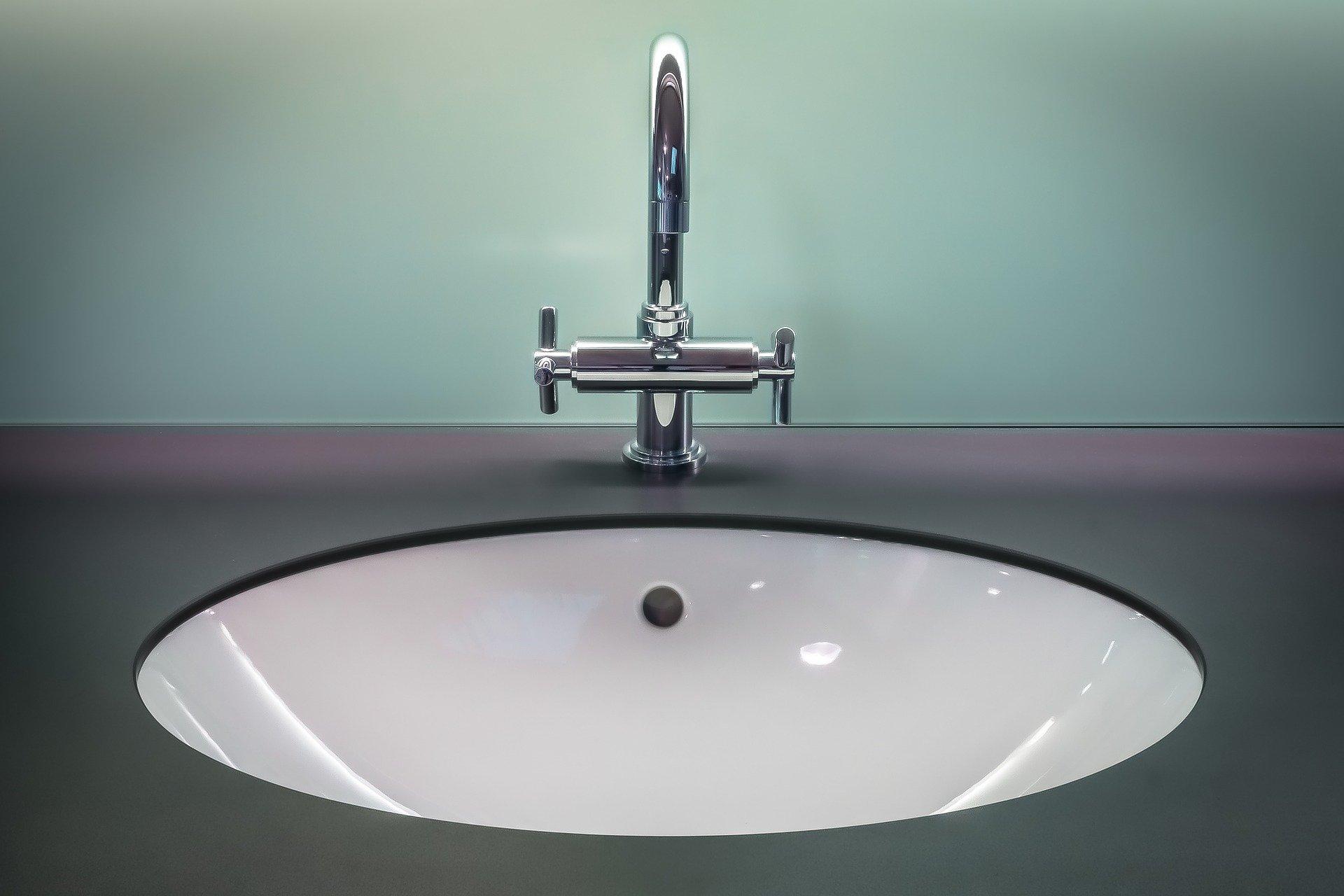 Robinet et vasque à poser